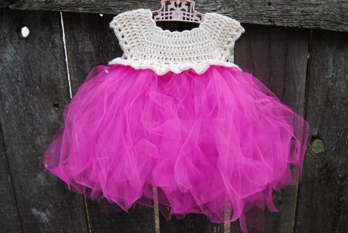 When I first saw this little crochet topped tutu pattern I couldn't get it out of my mind.