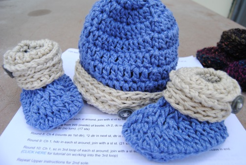 I even  made a little hat to match them. I love the way they turned out.