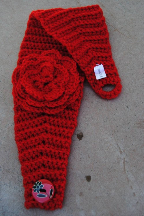 Here's another headband/earwarmer for the Kansas Barn Sale. I especially like the button.