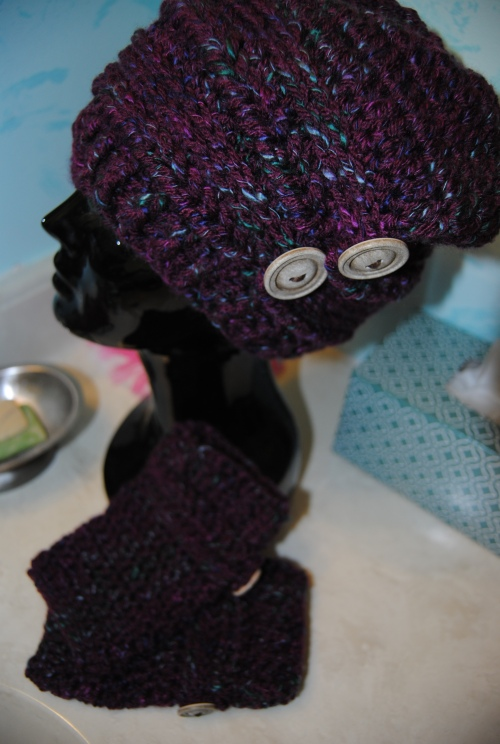 Another Ups and Downs Slouchy hat with matching fingerless mitts.