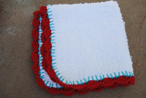 Here's my washcloth that I made during class. I just love the way turquoise and red look together.