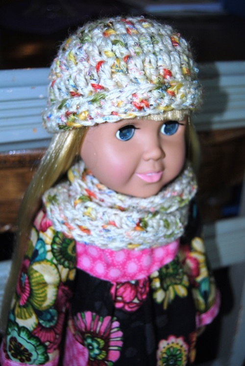 Of course I had to try my hand at an infinity scarf for the doll too.